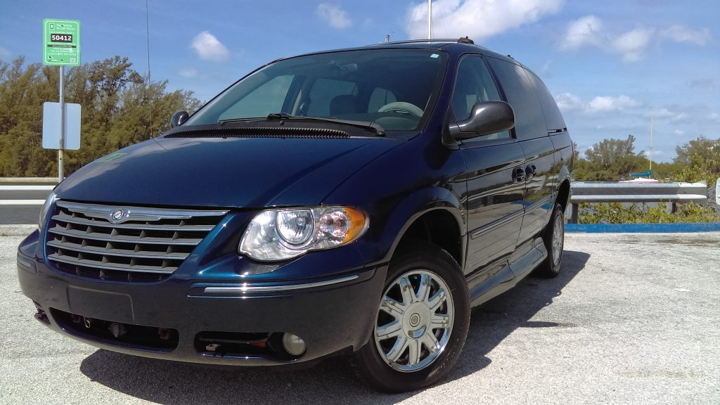 2005 chrysler town country limited 4dr extended mini van. Black Bedroom Furniture Sets. Home Design Ideas